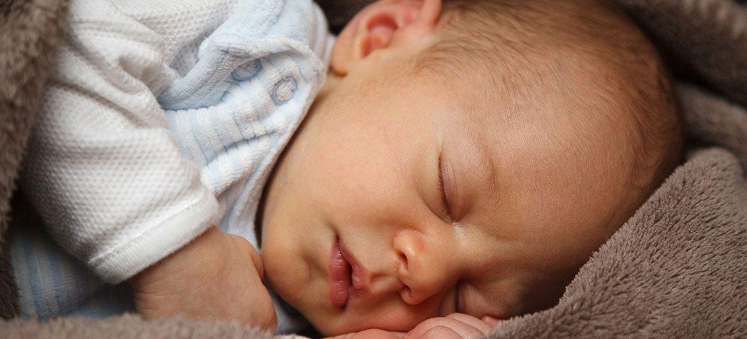 Cat timp este bine sa doarma un nou-nascut