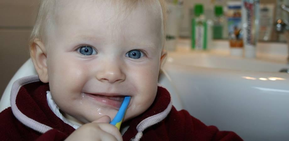 ingrijire dinti lapte