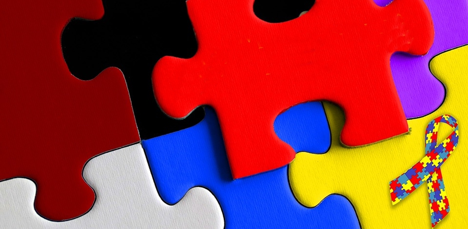 10 semne de autism