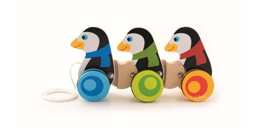 3 Pinguini Din Lemn Cu Roti Si Snur Trefl