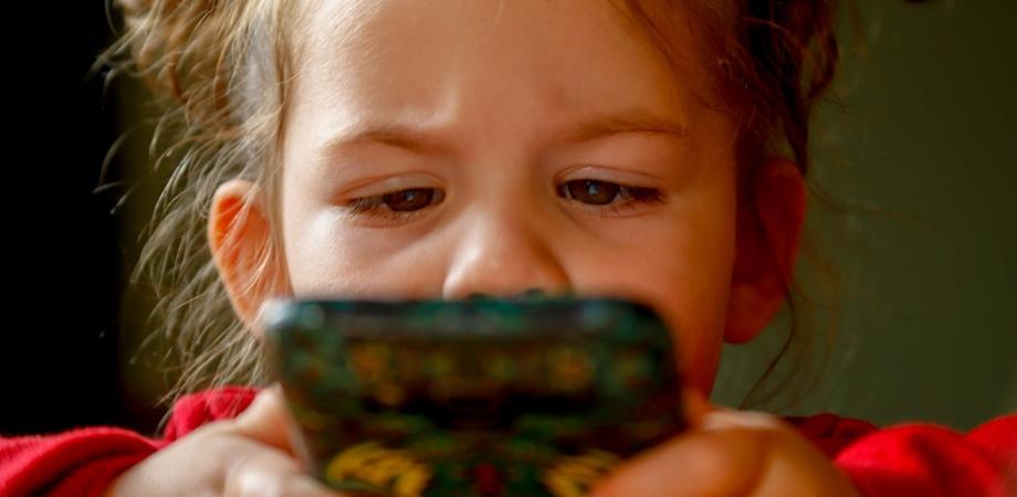 copiii si excesul de telefon