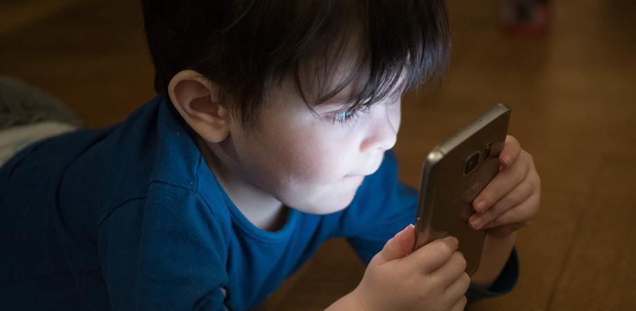 copiii si telefonul