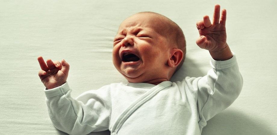 de ce plange bebelusul