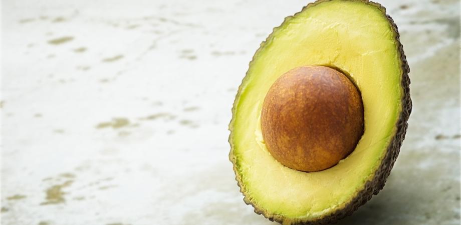 nutrientii din avocado