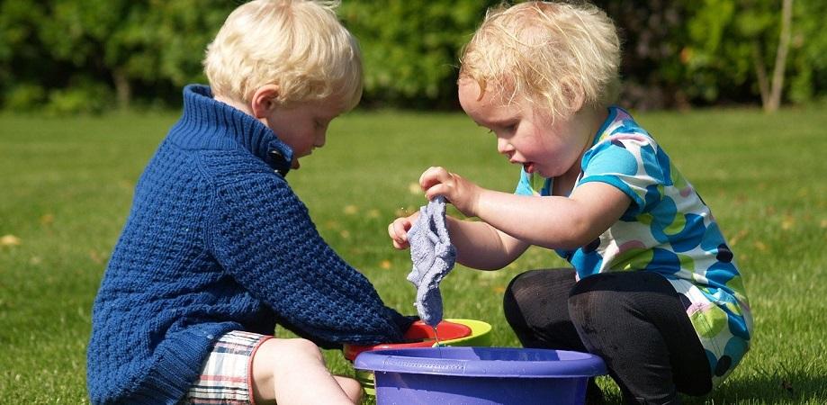 Activitati-cu-apa-pentru-copii